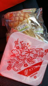 Seven Eleven towel & melon bread