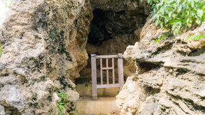 Not a large cavern, but, this is Yamashita-cho Cave 1