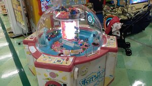A scooping machine at the arcade (usually 100 yen each play)